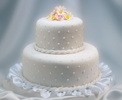 wedding cakes symbolize the sweetness and the charm of a wedding in